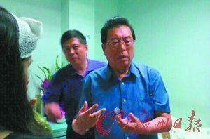 李双江昨日中午到医院看望伤者