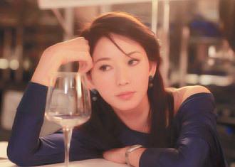 """林志玲身陷""""艳照门"""",昨天,出席新电影发布会,公布在片中一人分饰两角。图片来源于网络"""