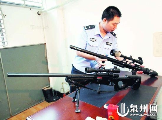 2米的仿真气枪.这把气枪是林某在网上购买后自己组装的