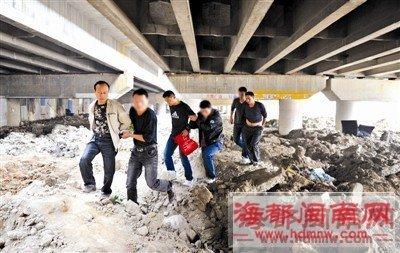 警方昨日收网行动;图为坪山路高架桥下抓捕现场