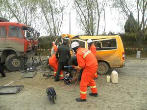 正宁幼儿园校车被撞事故现场