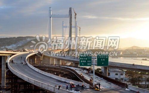 连接机二 三环和林浦大桥的魁岐互通匝道加紧施工中