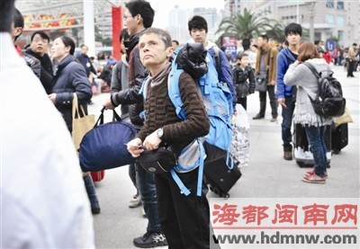 昨日,德国人美林要从福州去武汉,想不到人这么多