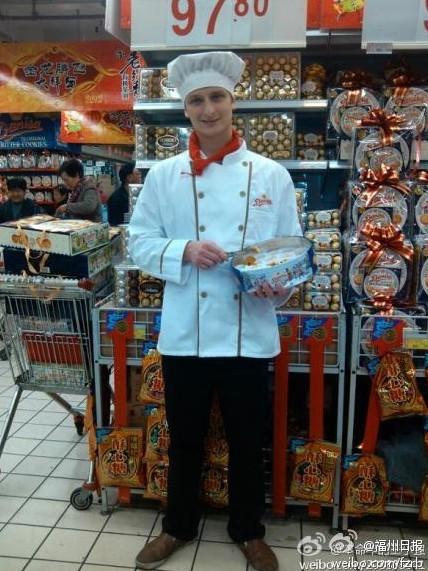 德国帅哥当超市推销员网上走红 厂家出奇招赚翻