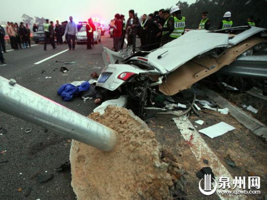 图为事故现场(泉州晚报记者林劲峰 摄)