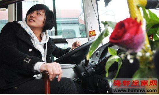 河南25岁的女司机,开起车来很利索