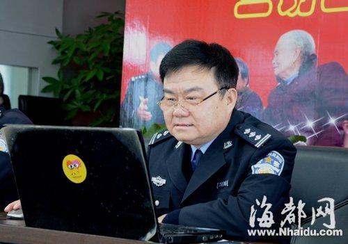 仓山分局局长陈红卫,网友说他像电影明星尤勇,你看像不?