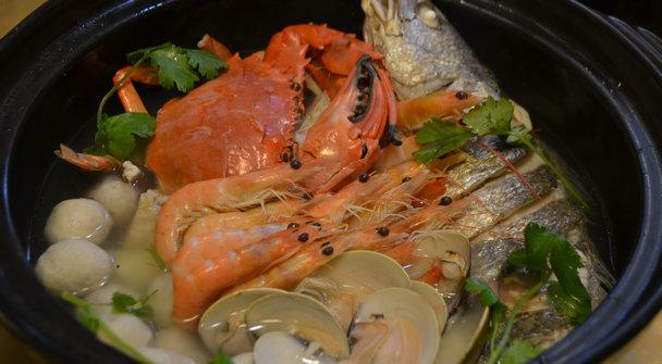 小鱿鱼大盆菜:荟萃海鲜精华