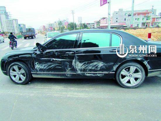 宾利车左侧车身受损不轻