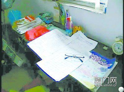 小鑫炫的书桌。