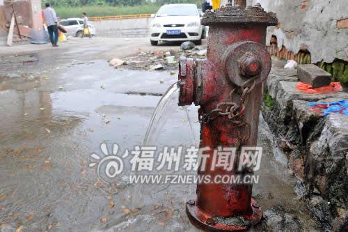 消防栓成免费水龙头