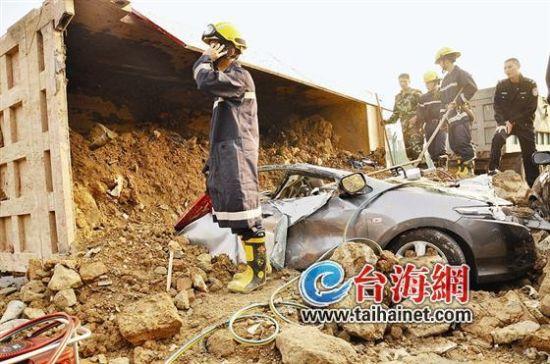 去年4月7日,一辆江西土方车在海沧压死3人