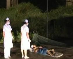 实拍客车坠入山谷致17死救援现场