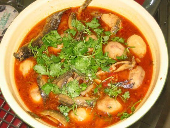 泥鳅熬豆腐:味辣,汤靓,香味独绝