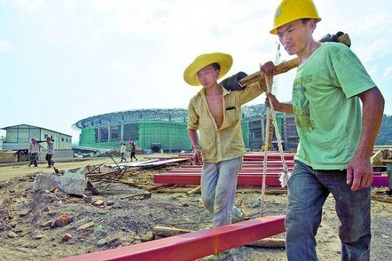 三明城市文化广场建设完成一半工程量