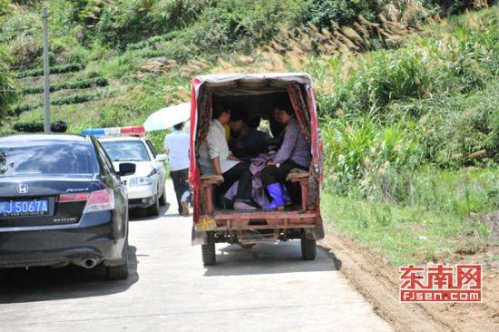 事故发生地仍有载人小三轮经过