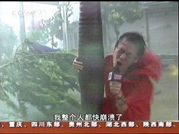台风中崩溃的记者