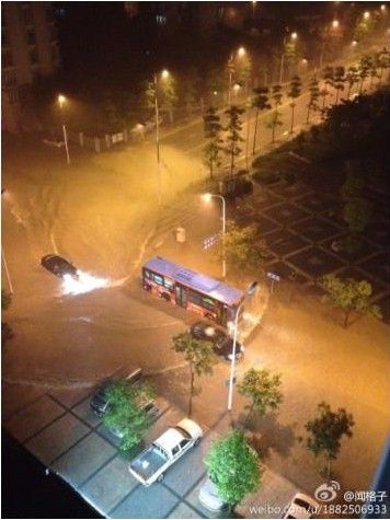 暴雨淹榕城