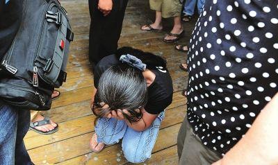 溺水女子家属悲恸欲绝
