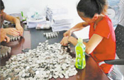 华大学生2万硬币交学费 为引韩寒注意