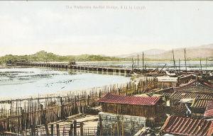 """1910年间,被明信片公司借助人工上色彩印发行,""""安海""""地名换汉语国标发音""""An-Hai""""标注,""""The Wellknown An-Hai Bridge, 5 Li in length"""",即""""著名的安海桥,长5华里""""。"""