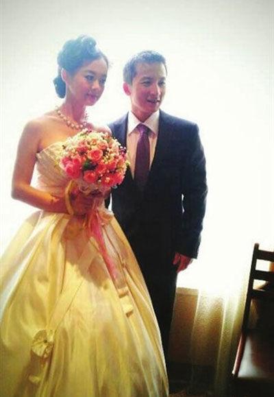 石智勇饶翠婷昨大婚 林丹和何雯娜父母来祝贺