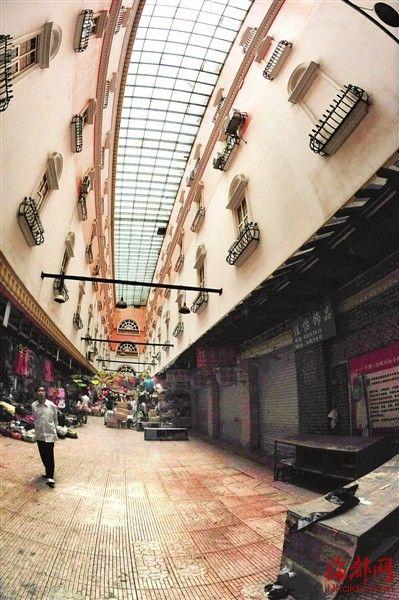 一名少年从中洲岛商业城的天台上坠楼身亡