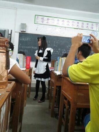 老师,转过脸来拍一个