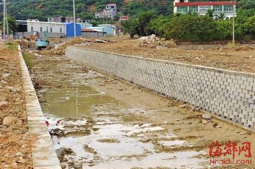 铺设在钟潭溪的生态护堤砖
