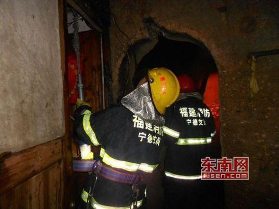 蕉城一民房突发大火 疑为电线短路持续约3小时