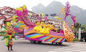 本届茶博会30辆花车在武夷山度假区首次彩排