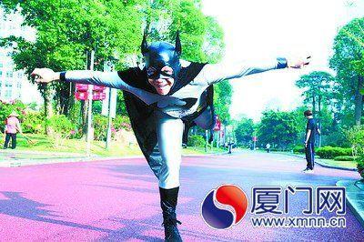 龙岩小伙蝙蝠侠造型走红广州马拉松 准备亮相厦门马拉松