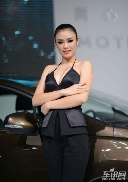 广州车展车模争奇斗艳