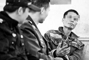 这名男子在中山医院。记者 唐光峰 摄