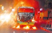 晋江公车行驶中突然起火自燃