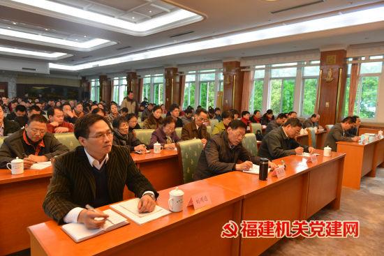 工委领导和省直单位党务干部聆听报告