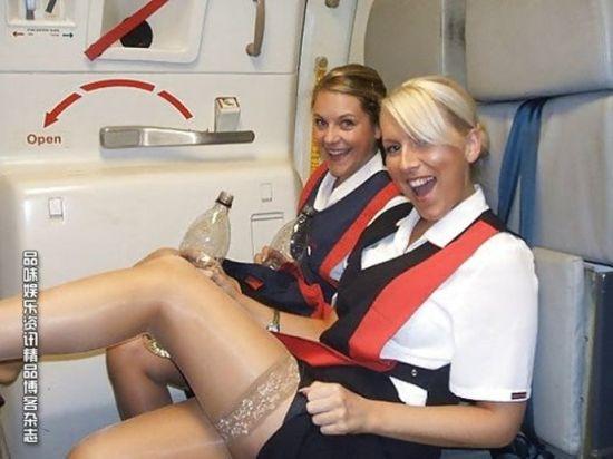 空姐机上大玩丝袜美腿诱惑