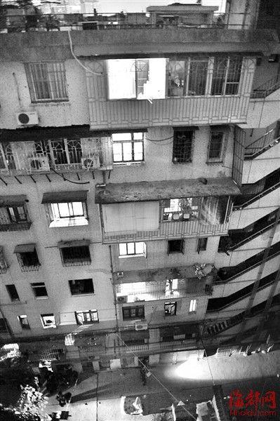 小男孩从7楼坠下
