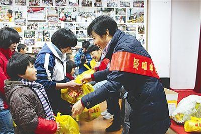 南平市顺昌巾帼志愿者看望正生书院69名孤儿