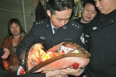 警方解救被拐婴儿