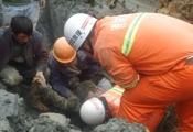 福州在建工地突然塌方 工人被埋5米深泥坑下