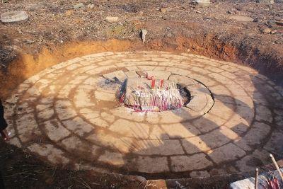 村民挖出转轮藏基座