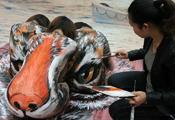 福州人体彩绘秀 美女变老虎