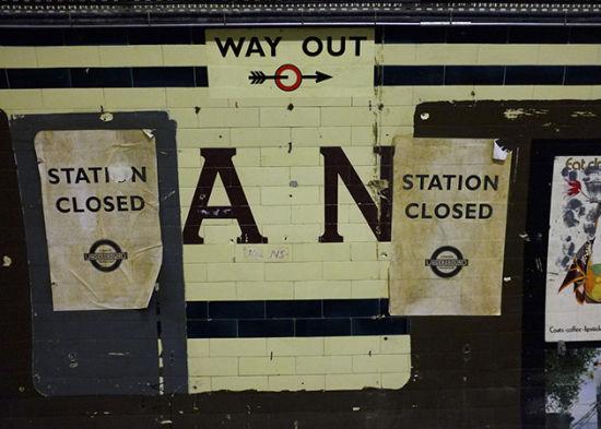 """组图:探秘伦敦深藏地下的废弃""""鬼站"""""""