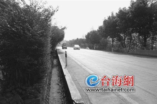 张汉增就在这个路段上的摩托车