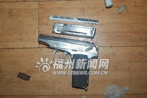 民警入室时,这支手枪的子弹已上膛
