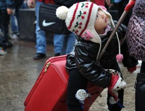 有行李箱的可以考虑拿行李箱当座位。充分利用资源