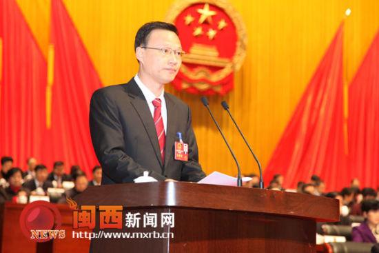 市长张兆民作关于龙岩市人民政府工作报告 郭婧 摄