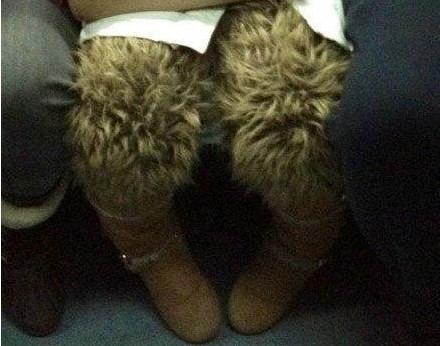姑娘的腿毛好密