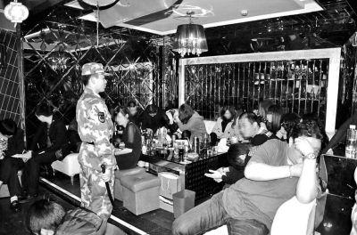 福清警方扫毒严打 27人酒吧吸毒被抓